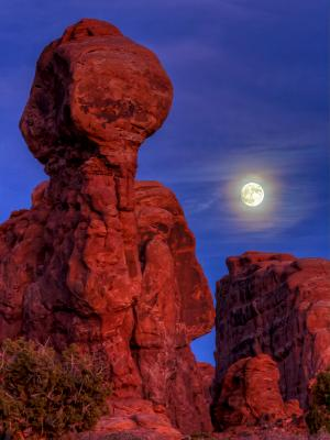 Moon over Garden of Eden Red Rock Pillar