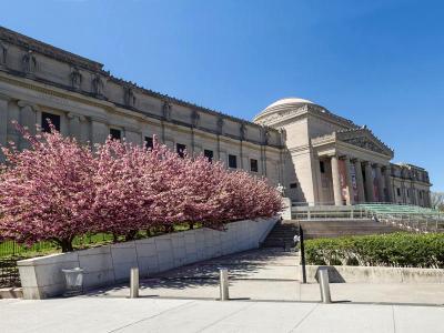 Brooklyn Museum Spring Panorama